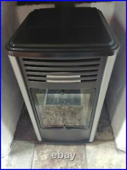 Manhatton gas heater very good condition used twice (3.4kw)-calor real flame